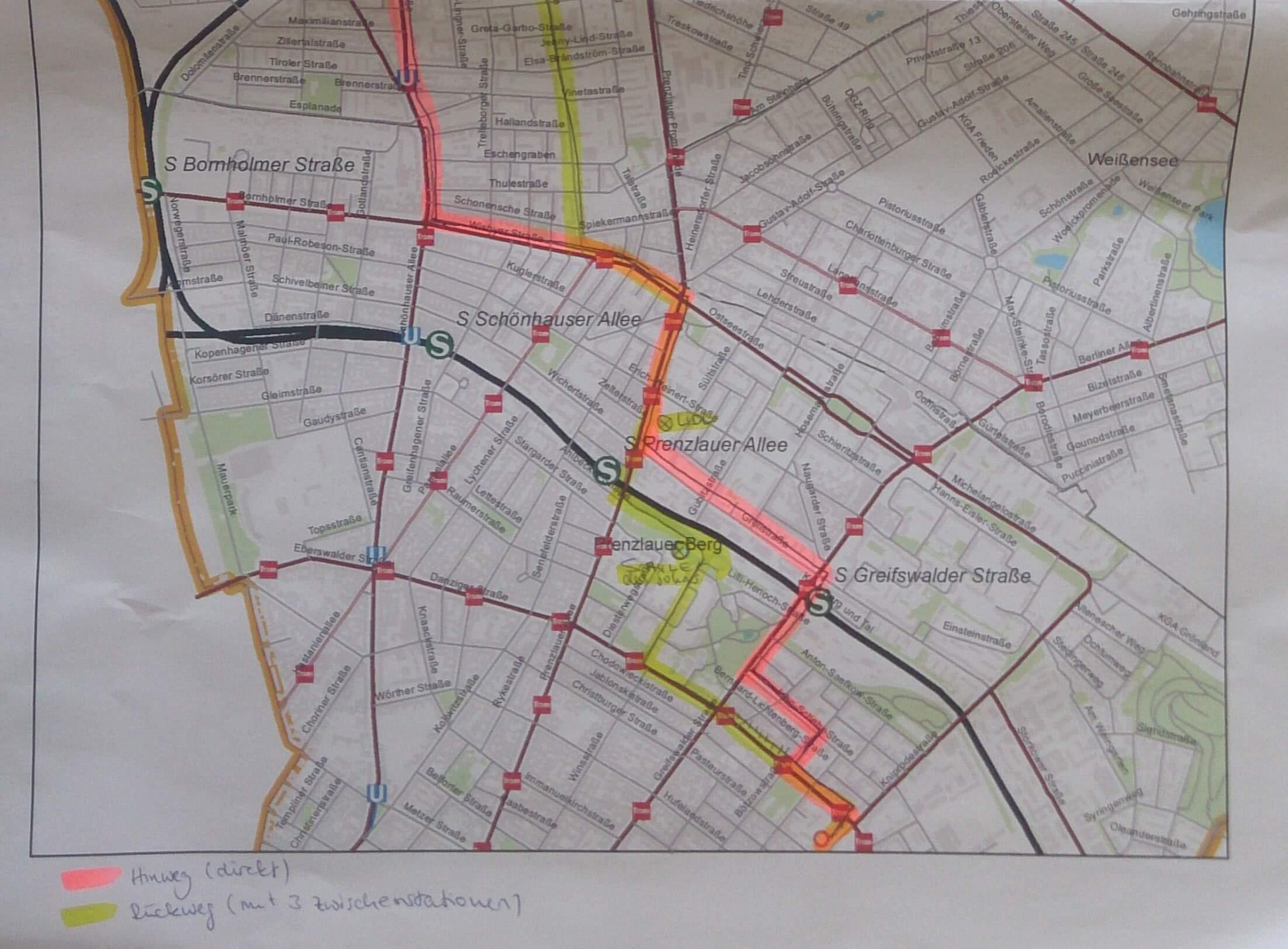 Dargestellt ist ein Kartenausschnitt aus einer teilnehmenden Beobachtung. Gekennzeichnet sind die während der teilnehmenden Beobachtung zurückgelegten Wege differenziert nach Verkehrsmittel. Diese Karte war die Grundlage für die anschließende Reflexion des Weges durch die begleiteten Personen.